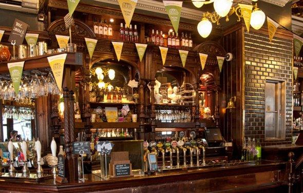 Shutterstock_British_Pub